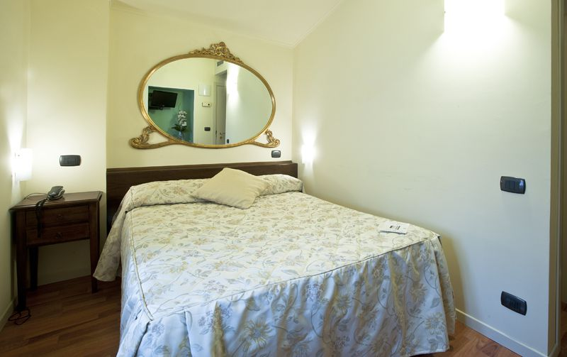Small room with French bed