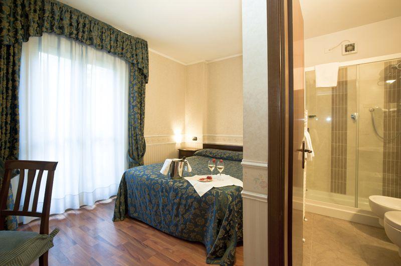 Camera piccola con letto alla francese - Camera da letto alla francese ...